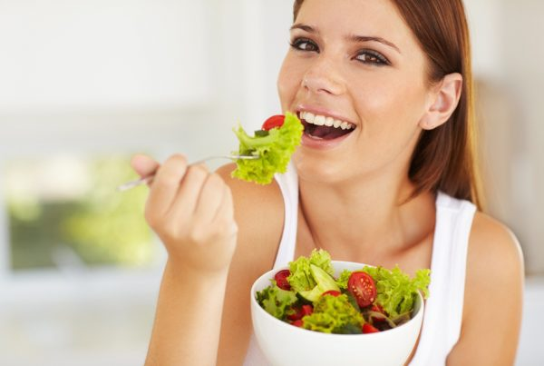 girl-eat-salad-2